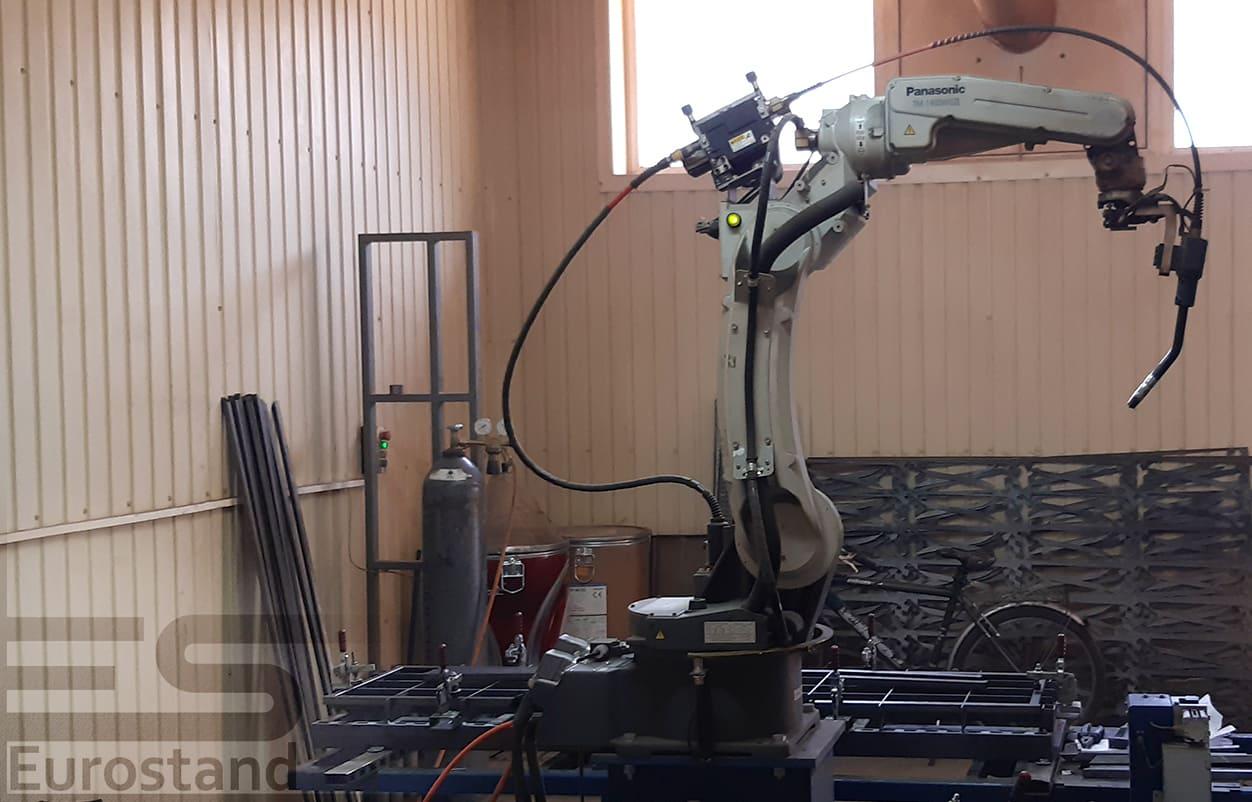 Automatic machine for bending wire UMW-100